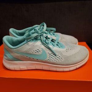 Nike Free Rn shoes 4Y